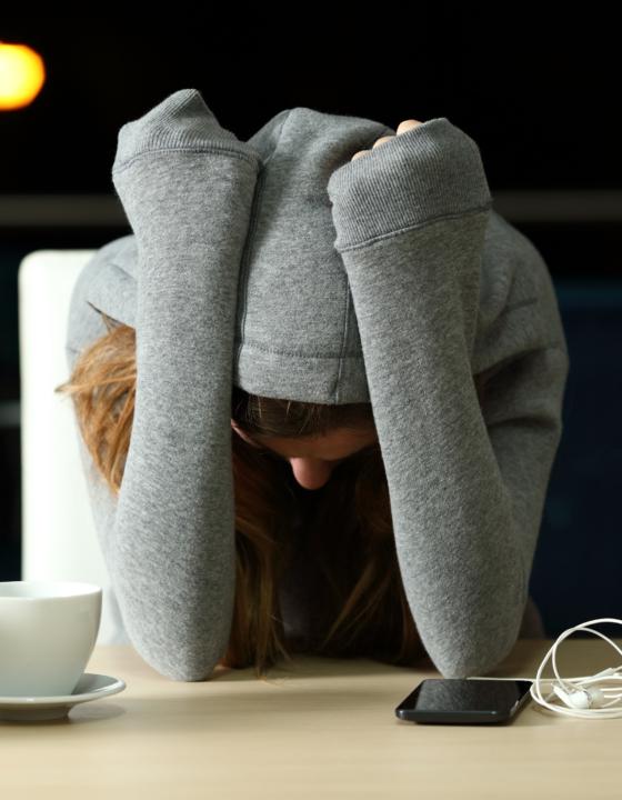 ¿Cómo afecta la alimentación al cansancio social?